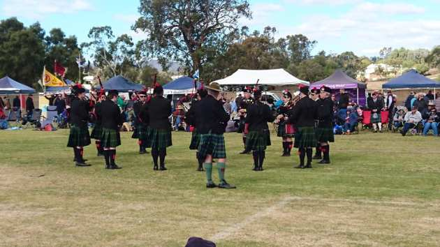 pipes and drums band